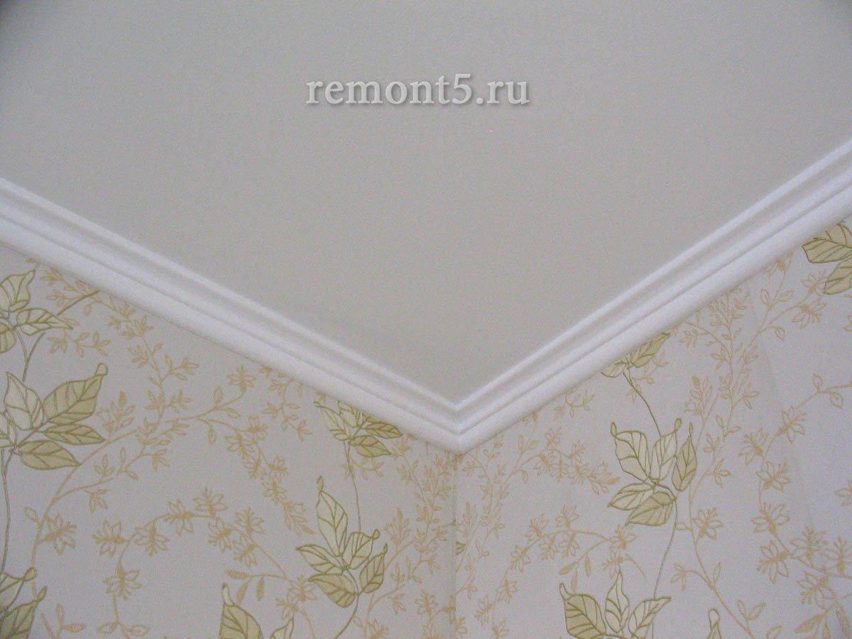 какой плинтус для потолка выбрать широкий либо узкий