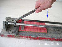 ломка плитки плиткорезом